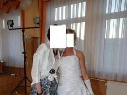 śnieznobiała suknia ślubna