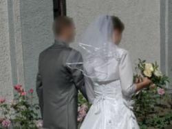 Śnieżnobiała suknia ślubna r. 38