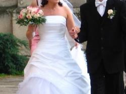 Śnieżnobiałą suknię ślubną sprzedam