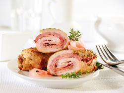 Soczyste mięso wypełnione farszem po brzegi - sprawdź nasze przepisy na roladki schabowe