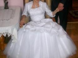 sprzedam balowa suknie ślubną..... piękna... poolecam. r 36-38