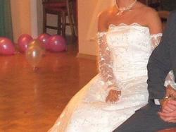 Sprzedam białą,  koronkową, jednoczęściową, wyjątkową suknię