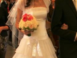Sprzedam  białą ,romantyczną suknie. Gratis dodatki : welon, bolerko, halka,szal