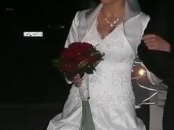 Sprzedam białą suknię ślubną.