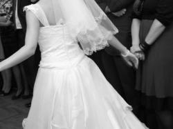 sprzedam białą suknię ślubną rozmiar 36/38