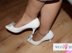 sprzedam buty ślubne białe