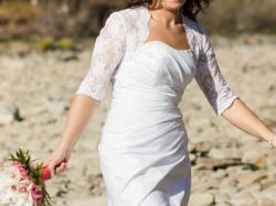 Sprzedam elegancką sukienę slubną+ koronkowe bolerko