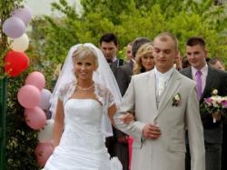 Sprzedam Garnitur Ślubny  z  Salonu w Kielcach