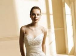 Sprzedam hiszpańską suknię ślubną ozdobioną kryształkami Svarowskiego.