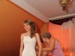 Sprzedam koronkową hiszpańską suknię