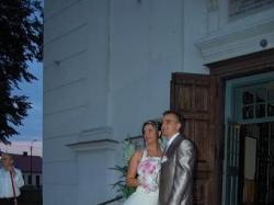 Sprzedam krótką suknię ślubną z welonem i koronkowymi kozaczkami