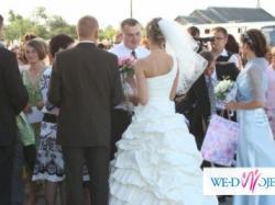 Sprzedam nietuzinkową suknię ślubną w kremowym kolorze