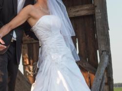 Sprzedam piękną białą suknię ślubną wraz z welonem