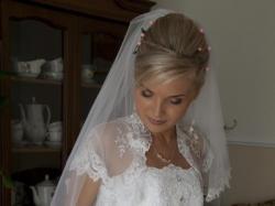 Sprzedam piękna białą suknie ślubną z koronką i falbankami