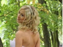 Sprzedam piękną i niespotykaną suknie zdobioną kryształkami svarovskiego