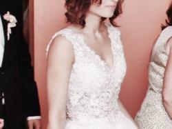 Sprzedam piękną koronkową suknię z welonem.