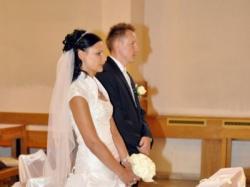 Sprzedam piękną śnieznobiałą suknie ślubną