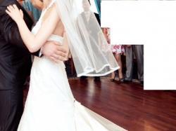Sprzedam Piekna suknie slubna - Lisa Ferrera - buty Gratis