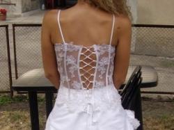 Sprzedam piękną suknię ślubną ze srebrną koronką