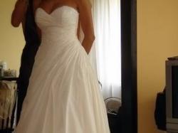 Sprzedam piękną suknie z kryształkami Demetios model 914 model z 2007 roku .