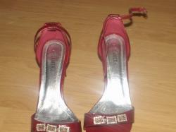 Sprzedam piękne czerwone buty