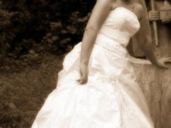 Sprzedam przepiękną, pełną uroku podkreślającą  figurę Suknię Ślubną