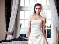 sprzedam przepiękną suknię ślubną renomowanej firmy