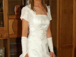 sprzedam skromną ale jednocześnie uroczą suknie slubną