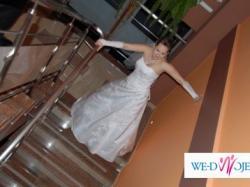 Sprzedam skromną lecz efektowną suknię ślubna