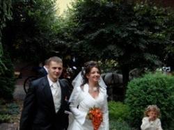 Sprzedam skromną suknie ślubną