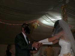 sprzedam sliczną białą suknię ślubną ze złotymi wstawkami