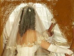 Sprzedam śliczną koronkową suknię ślubną.