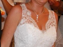 sprzedam śliczną koronkową suknię ślubną