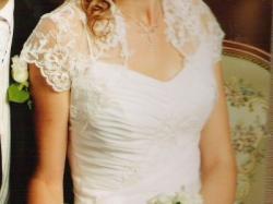 Sprzedam śliczną, śnieżno- białą suknię ślubną z bolerkiem i dodatkami