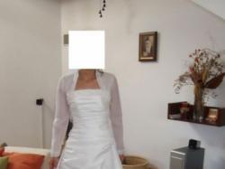 Sprzedam śliczną suknię ślubną białą, dwuczęściową.