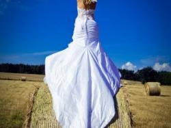 sprzedam śliczną suknie ślubna,typ rybka francuskiej firmy Farage