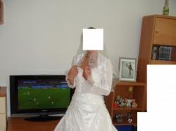 sprzedam śliczną suknię ślubną w kolorze białym z trenem/jednoczęściowa