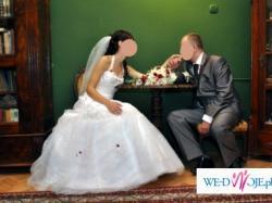 Sprzedam śliczną suknię ślubną z wyjątkowymi dodatkami w kolorze bordo!!!