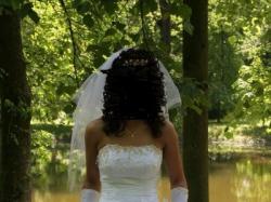 sprzedam śliczną suknię ślubną ze złotymi wstawkami