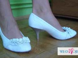 Sprzedam śliczne białe buty