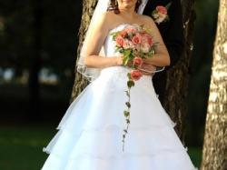 Sprzedam śnieżnobiałą suknię ślubną, bolerko GRATIS !!!