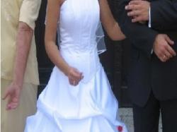 Sprzedam śnieżnobiałą suknię ślubną.Tanio!!!!!!