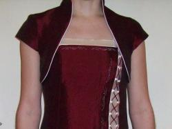 sprzedam sukienke balową jednoczęściową z bolerkiem, kolor bordo