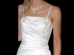 Sprzedam sukienkę, kolor ECRU, roziar 36-38. Z salonu Carmen. Niedrogo!!!!!!