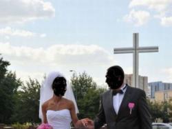 Sprzedam sukienkę ślubną firmy IMOGENE  model  51261, biała Roz. 36/38