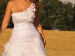 Sprzedam sukinie ślubą r.40 Bydgoszcz dla wysokiej Biała Elizabeth Passion