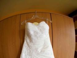Sprzedam suknię białą z kryształkami