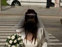 Sprzedam suknię ślubną 40/42 w kolorze ekri + GRATISY