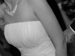 sprzedam suknię ślubną białą  model SURI z salonu afrodyta