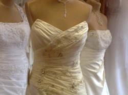 sprzedam suknie ślubna bialą -warta obejżenia, polecam